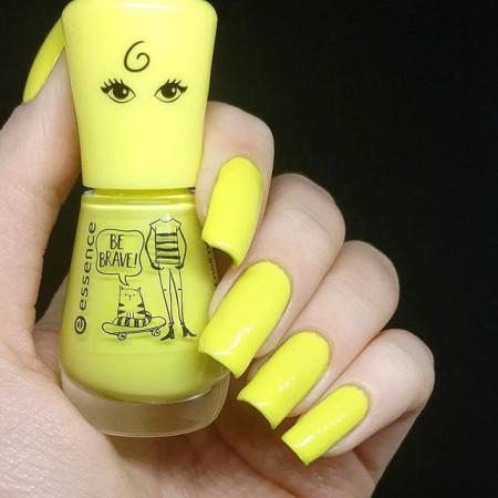 Essence lak na nechty gel nail 114 NechtovyRAJ.sk - Daj svojim nechtom všetko, čo potrebujú