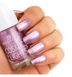 Essence lak na nechty cosmic light 03
